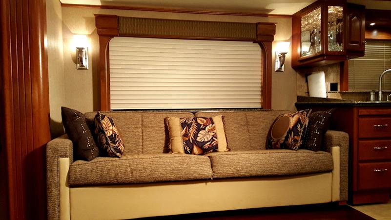 2006 Country Coach Magna 630quad Slide