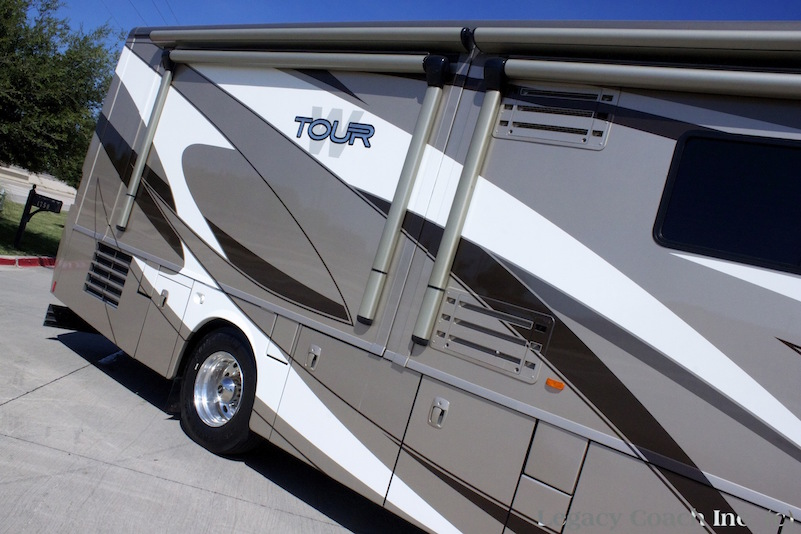 2009 Winnebago Tour 40wdtriple Slide